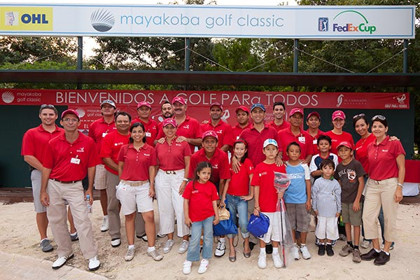 Group photo of staff at Golf PARa Todos in 2007
